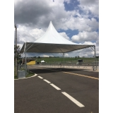 montagem de tenda para evento Parque Peruche